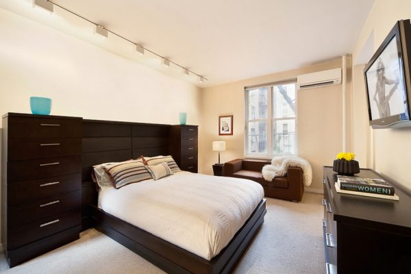 bedroom decorating ideas and designs Remodels Photos Art Home Garden Brooklyn New York United States modern-bedroom