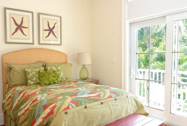 bedroom decorating ideas and designs Remodels Photos Melanie Bock Studios Vero Beach Florida United States tropical-bedroom