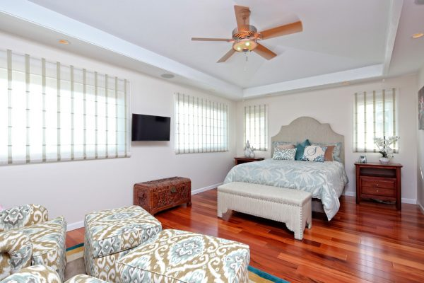 bedroom decorating ideas and designs Remodels Photos Nancy Schnur ASID CAPS Oahu Hawaii United States tropical-bedroom