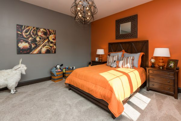 bedroom decorating ideas and designs Remodels Photos The Mansion Des Moines Iowa United States transitional-bedroom-012