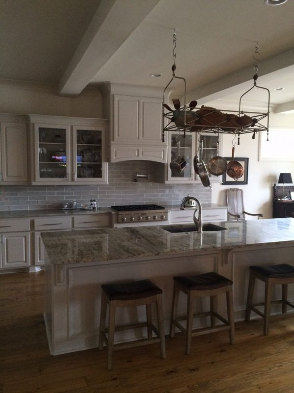 kitchen decorating ideas and designs Remodels Photos Historically Modern Interiors Ridgeland Mississippi United States traditional-kitchen-1