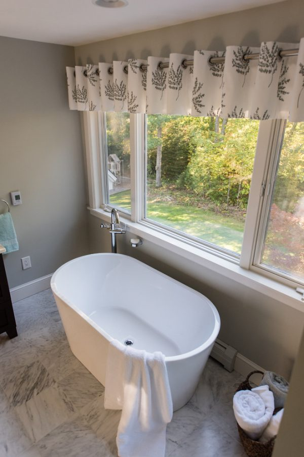 bathroom decorating ideas and designs Remodels Photos Karen Gallagher Interiors Greater Portland Maine United States transitional-bathroom-002