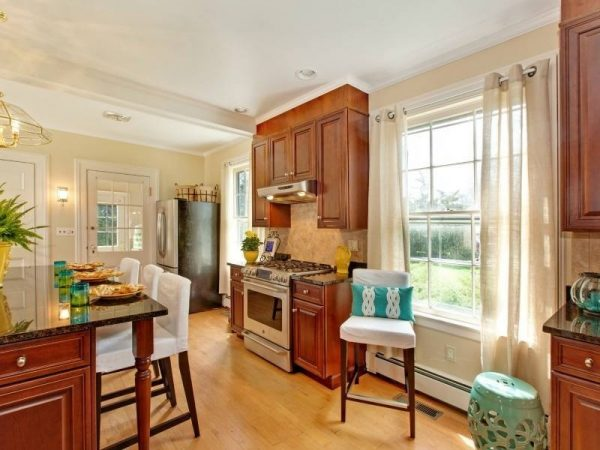 kitchen decorating ideas and designs Remodels Photos A Beautiful Staged Home and The Colorful Bee New York traditional-kitchen-002