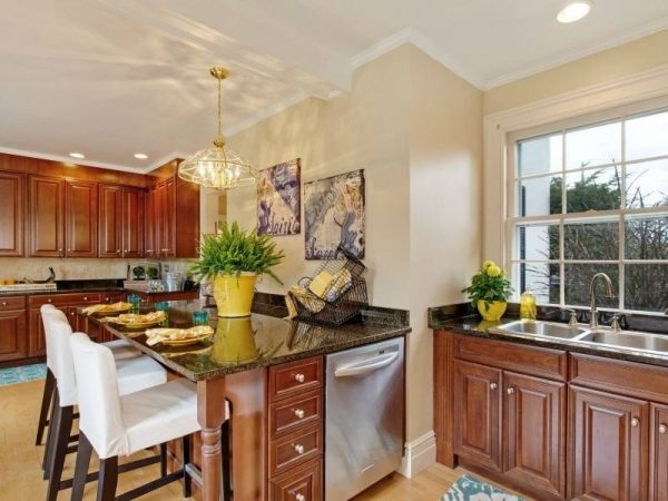 kitchen decorating ideas and designs Remodels Photos A Beautiful Staged Home and The Colorful Bee New York traditional-kitchen-003