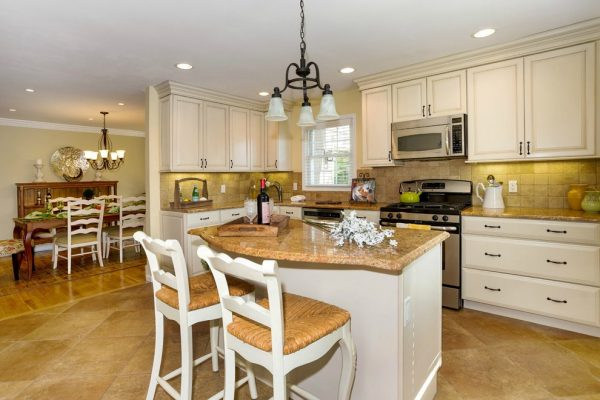 kitchen decorating ideas and designs Remodels Photos A Beautiful Staged Home and The Colorful Bee New York traditional-kitchen-004