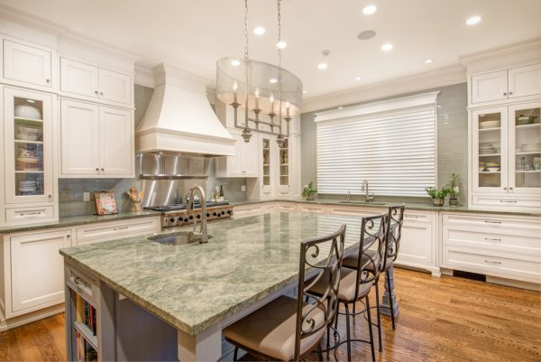 kitchen decorating ideas and designs Remodels Photos Savvy Cabinetry by Design Seattle Washington United States traditional-kitchen-001