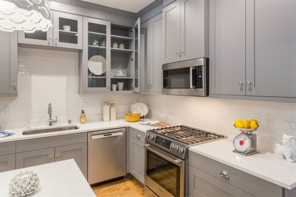 kitchen decorating ideas and designs Remodels Photos Savvy Cabinetry by Design Seattle Washington United States transitional-kitchen-003