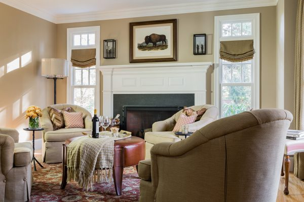 living room decorating ideas and designs Remodels Photos Elizabeth Home Decor & Design, Inc Chestnut Hill Massachusetts traditional-living-room-1