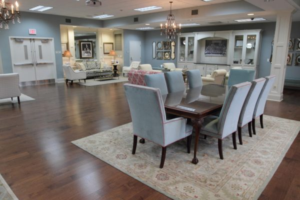 dining-room-decorating-ideas-and-designs-remodels-photos-lm-interior-design-auburn-alabama-united-states-family-room-001