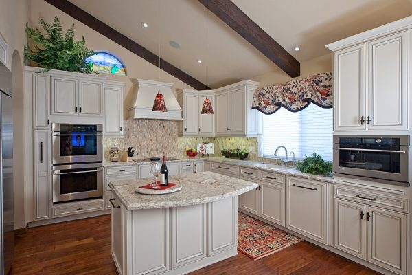 kitchen-decorating-ideas-and-designs-remodels-photos-davis-design-group-chandler-arizona-united-states-traditional-kitchen