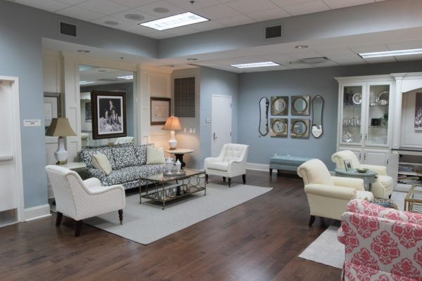 living-room-decorating-ideas-and-designs-remodels-photos-lm-interior-design-auburn-alabama-united-states-traditional-family-room
