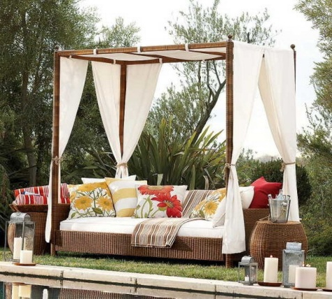 Romantic Outdoor Canopy Beds - Interior design on Romantic Backyard Ideas id=13336