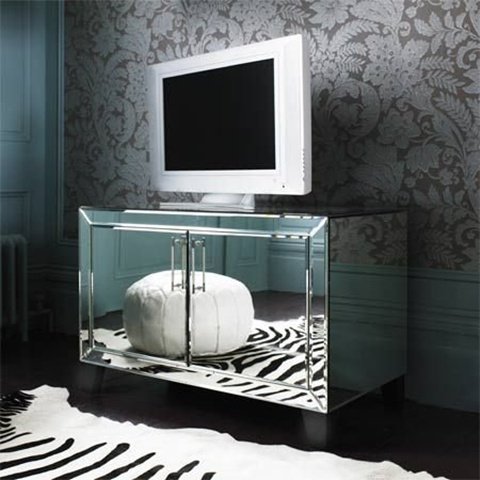 Mirrored Furniture in the Bedroom 3