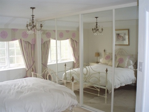 Mirrored Furniture in the Bedroom 8