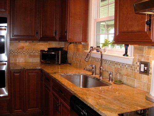 Complementary Kitchen Backsplash
