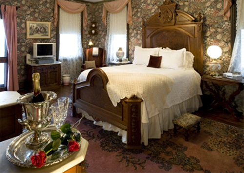 Victorian Bedroom – Tips on Furnishing Victorian Bedroom