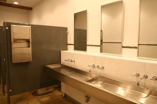5 Industrial Bathroom Design Ideas To Glam Up Your Home: Commercial Bathroom Design