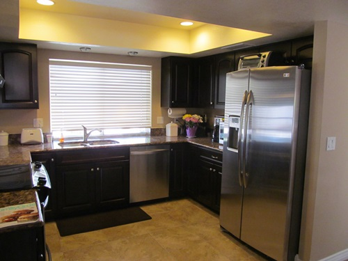Decorate Your Kitchen With Dark Kitchen Cabinets