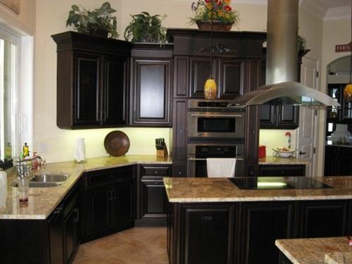 Decorate Your Kitchen With Dark Kitchen Cabinets
