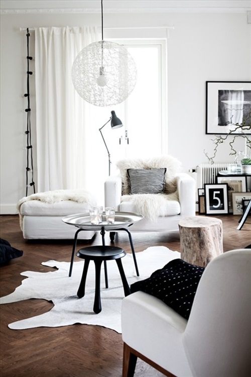How to Masterly Accentuate a White Interior with Black