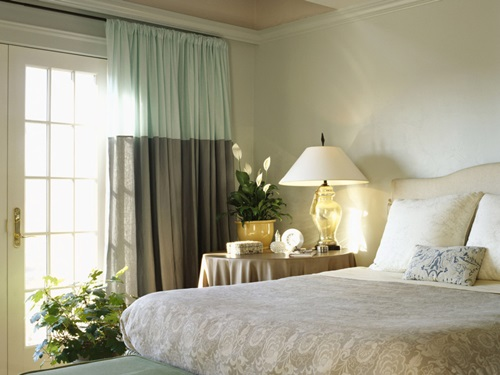 Tips On Selecting The Best Bedroom Curtains