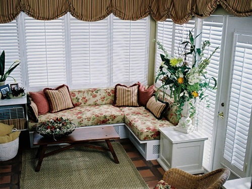 Warm and Inviting Window Seat Design Ideas