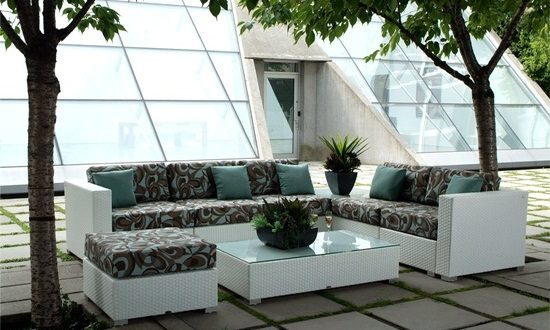 Enjoy the summer with elegant outdoor wicker furniture