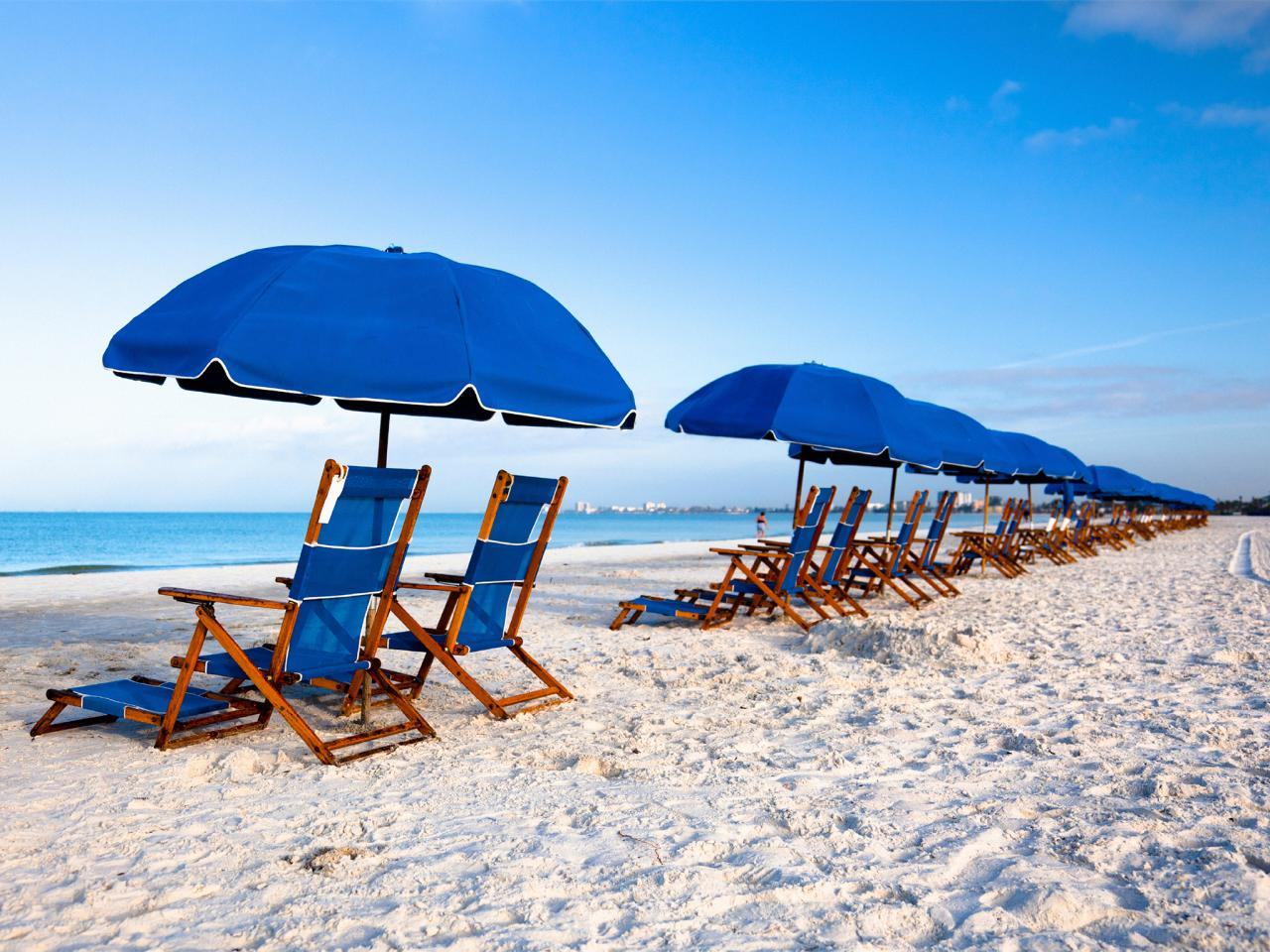 Enjoy the sunny day of summer on the beach with the best beach chairs