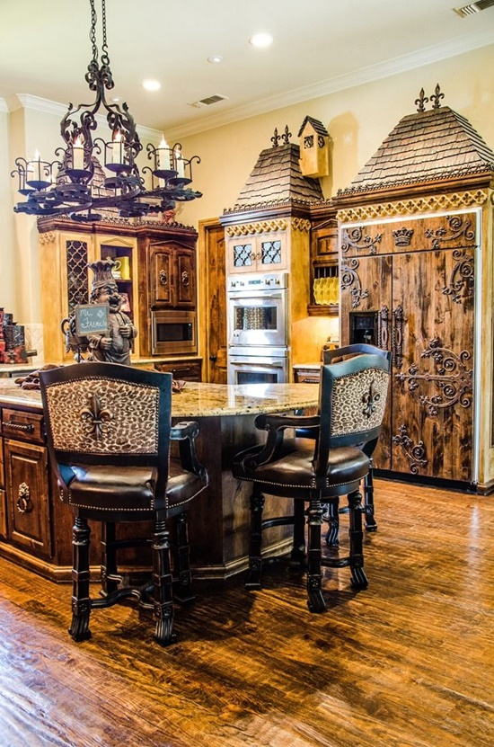 Beautify your Modern Kitchen Design with an Antique Decor Element