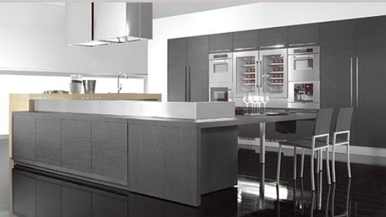 Get a minimal and modern look with a shiny stainless steel kitchen